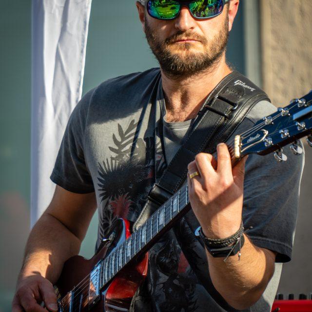 Groupe rock inconnu., Fête de la Musique du Havre 2020. Sony A6400 Sony 18-105mm F4. Le Havre 21/06/2020.