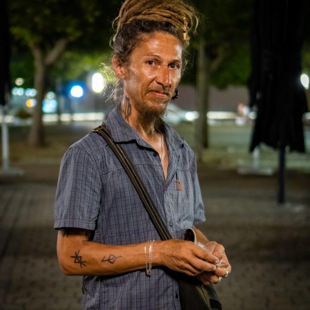 Portrait de rue N°2. Merci d'avoir posé ! 👍. Sony A6400 Sony 35mm F1.8. Le Havre 08/08/2020.
