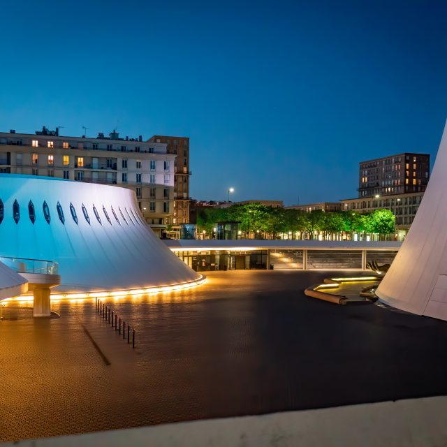 Bibliothèque Oscar Niemeyer. Sony A6400 Sigma 16mm F1.4. Le Havre 01/05/2020.