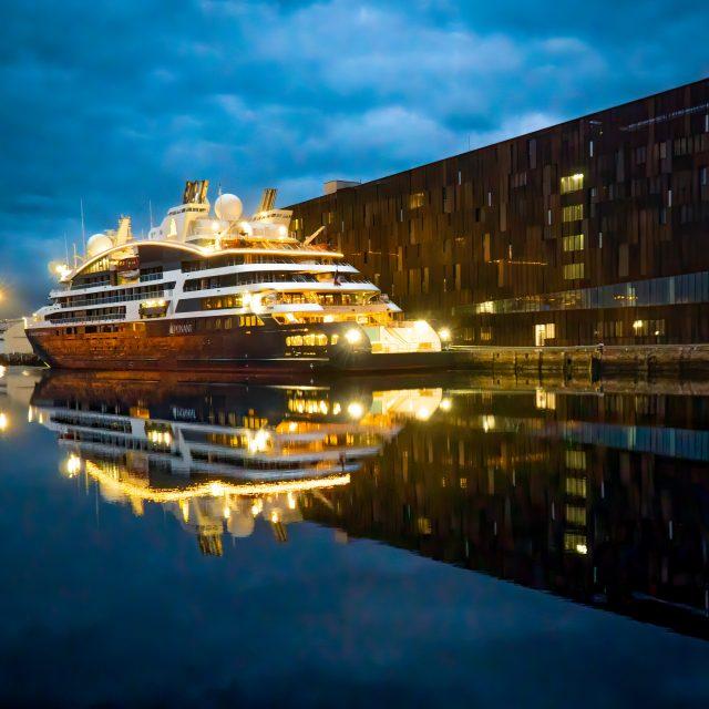 """Bateau """"Le Dumont d'Urville"""", compagnie Ponant, et Ecole Nationale Supêrieur Maritime, Bassin de l'Eure. Sony A6400 Sony 18-105mm F4. Le Havre 31/08/2020."""