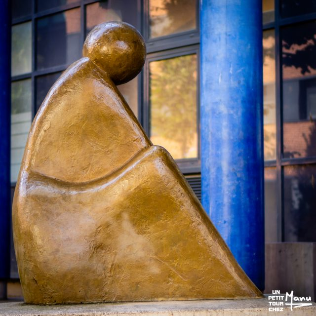 Sculpture de Geoffrey James TROLL, Hôpital de Dieppe. Sony A6400 Sony 35mm F1.8. Dieppe 15/09/2020.