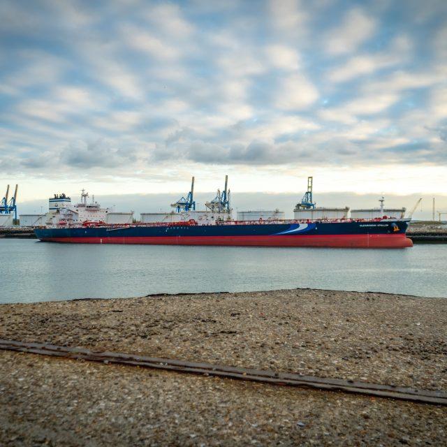 Route du Môle central, navire CLEAROCEAN APOLLON. Sony A6400 Sony 18-105 m F4. Le Havre 16/10/2020.